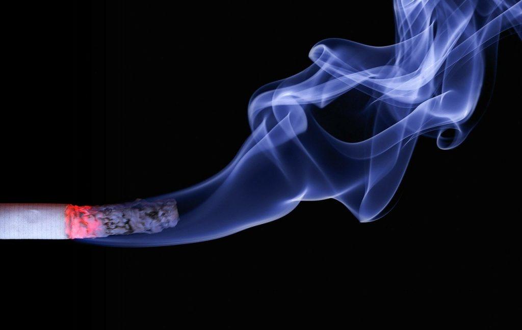 Exposer les enfants au tabagisme, c'est comme les étouffer – Expert en santé infantile
